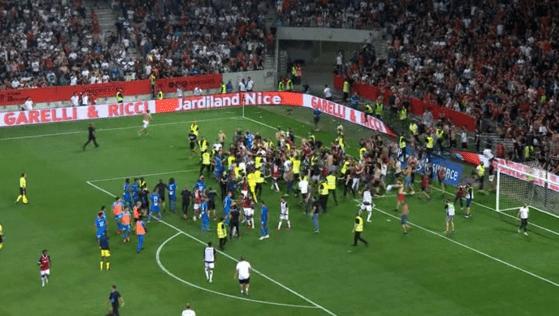 Incidente grave în Franţa. Fanii lui Nice au invadat terenul