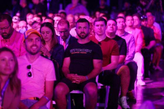Mii de fani Bitcoin s-au strâns la conferinţa despre criptomonede din Miami