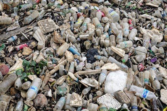 OFICIAL! Numeroase produse din plastic dispar din magazine