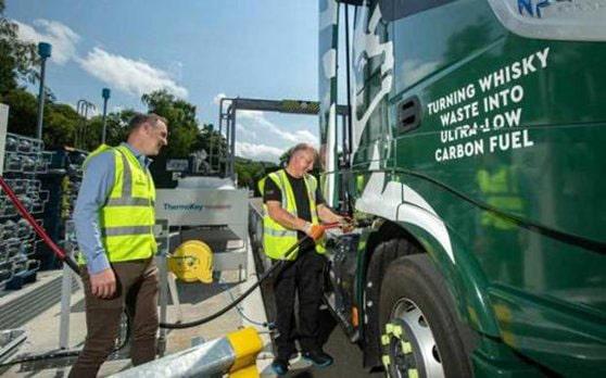 Scoţia: camioane alimentate cu deşeuri de la whisky