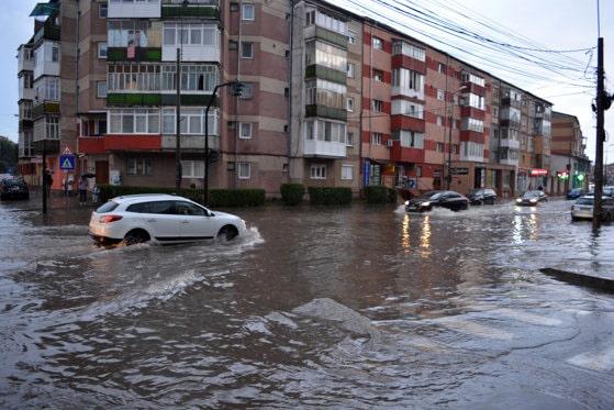 Vremea în Bucureşti. Prognoza meteo ANM: de la caniculă, la ploi torenţiale