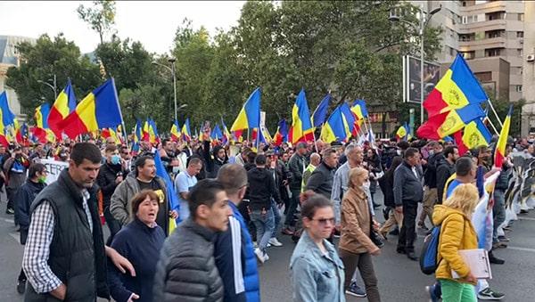 Proteste împotriva măsurilor sanitare în mai multe oraşe din ţară. UPDATE: Peste 11.000 de persoane în Capitală